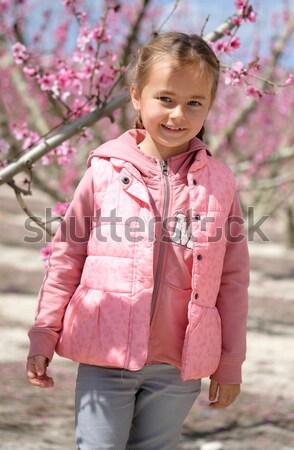 Petite fille fruits arbres région Peach Photo stock © amok