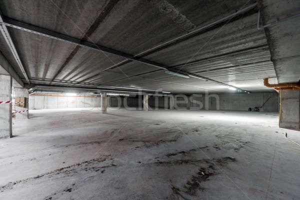 Binnenkant lege ondergrondse parkeren gebouw ruimte Stockfoto © amok