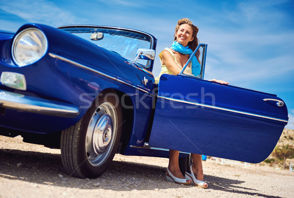 Bella donna seduta retro cabriolet auto donna Foto d'archivio © amok