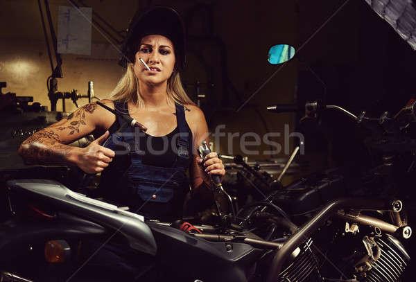 Vrouw monteur werken motorfiets workshop meisje Stockfoto © amok