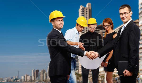 Uomini d'affari stringe la mano up riunione costruzione Foto d'archivio © amok