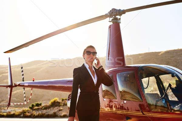 Elegancki business woman mówić telefonu śmigłowca działalności Zdjęcia stock © amok