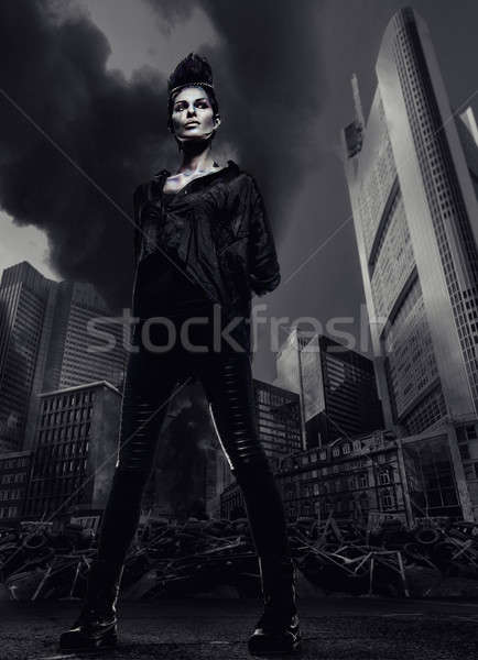 Vrouw permanente wolkenkrabbers stad ruines brand Stockfoto © amok