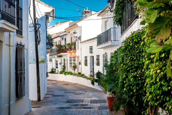 Pintoresco calle encantador blanco pueblo Foto stock © amok