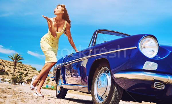 Photo stock: Rétro · voiture · baiser · femme