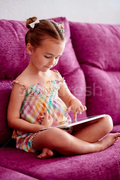 Mały dość dziewczyna sofa domu Zdjęcia stock © amok