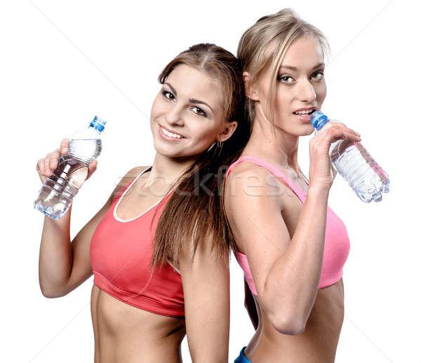 Dwa piękna młodych kobiet woda pitna fitness wykonywania Zdjęcia stock © amok