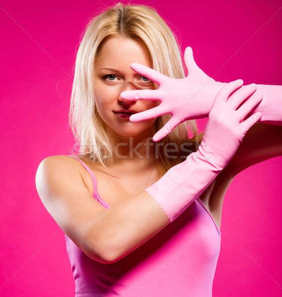Frau tragen Gummihandschuhe posiert rosa Gesicht Stock foto © amok