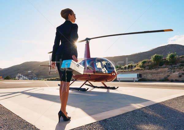 ストックフォト: エレガントな · ビジネス女性 · ヘリコプター · ビジネス · 成功 · 高級