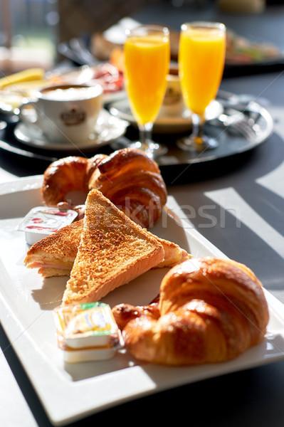 Ontbijt geserveerd koffie sinaasappelsap croissant toast Stockfoto © amok