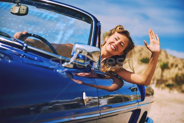 Belle heureux femme séance rétro cabriolet Photo stock © amok