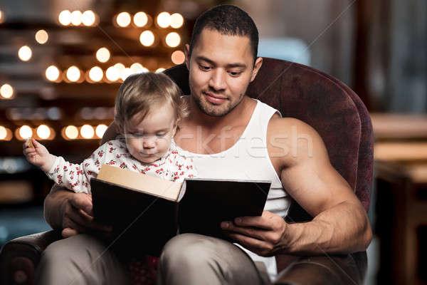 Apa olvas könyv lánygyermek lány szeretet Stock fotó © amok