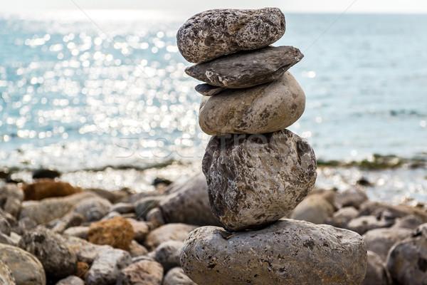 Sanat taş dengelemek taşlar plaj grup Stok fotoğraf © amok