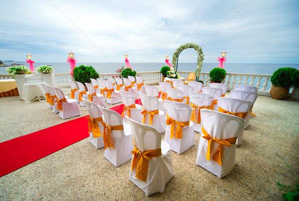 Foto d'archivio: Cerimonia · di · nozze · esterna · cielo · fiori · amore · estate