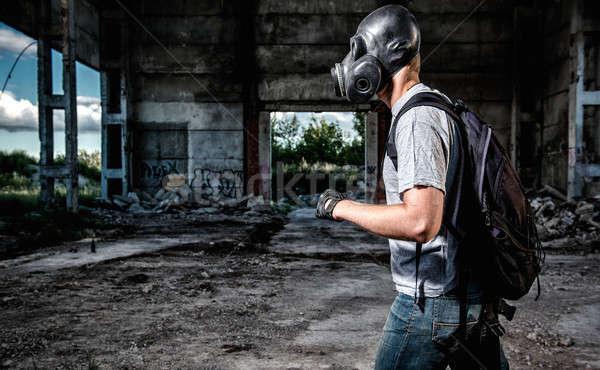 Homem máscara de gás máscara industrial pessoa ar Foto stock © amok