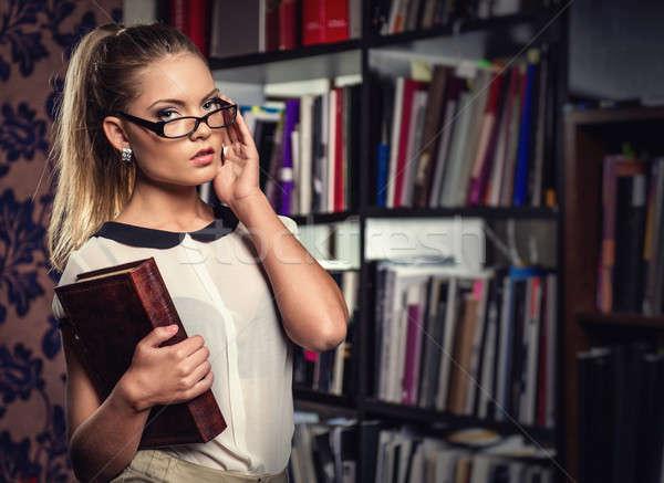 Stockfoto: Vrouwelijke · student · bibliotheek · boek · meisje