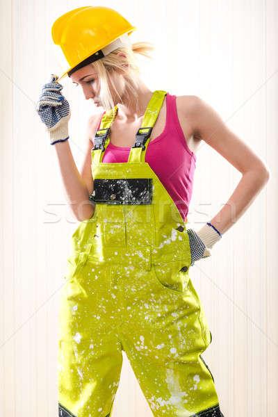 Femenino trabajador de la construcción posando pared trabajo Foto stock © amok