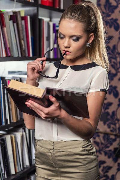 женщины студент библиотека чтение книга девушки Сток-фото © amok
