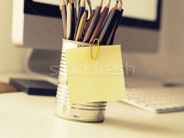 Nota pegajosa trabalho de escritório espaço foco retro Foto stock © andreasberheide