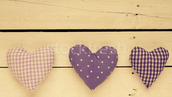 Tejido corazón formas mesa de madera saludo tarjetas Foto stock © andreasberheide