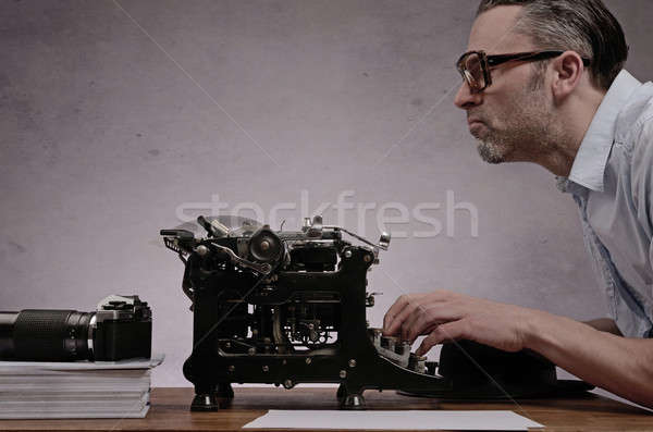 De trabajo edad máquina de escribir editor negocios feliz Foto stock © andreasberheide