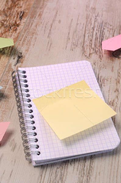 Informazioni note adesive tavolo in legno business carta legno Foto d'archivio © andreasberheide