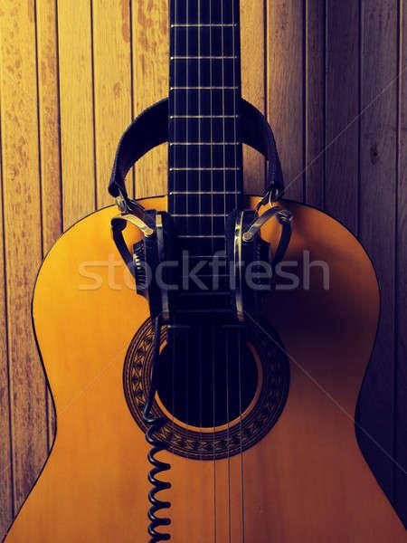 Vieux guitare acoustique casque vintage sonores musique Photo stock © andreasberheide