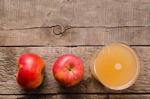 Organikus almalé friss almák rusztikus fa asztal Stock fotó © andreasberheide