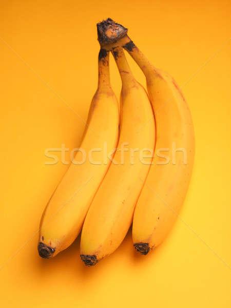 Foto d'archivio: Tre · fresche · banane · giallo · vernice · sfondo