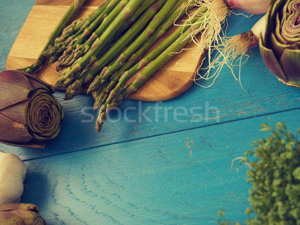 Organikus zöldségek kék fa asztal egészséges étel rusztikus Stock fotó © andreasberheide