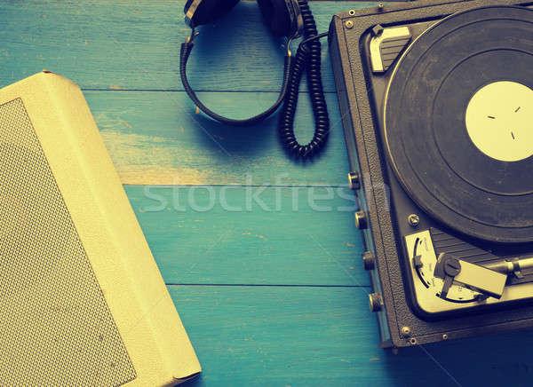 Bağbozumu müzik plâkçalar kulaklık konuşmacı eski Stok fotoğraf © andreasberheide