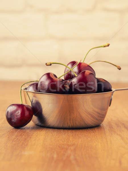 Tatlı kiraz çanak organik çelik ahşap masa Stok fotoğraf © andreasberheide
