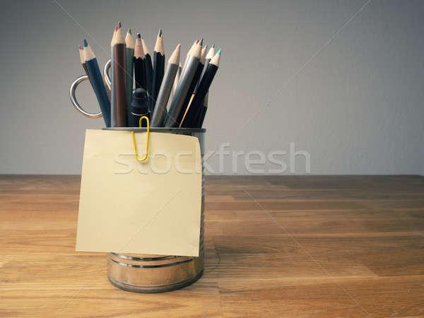 Note collante peuvent crayons bois affaires Photo stock © andreasberheide