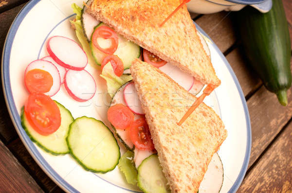 Szendvicsek tyúk friss saláta asztal kenyér Stock fotó © andreasberheide