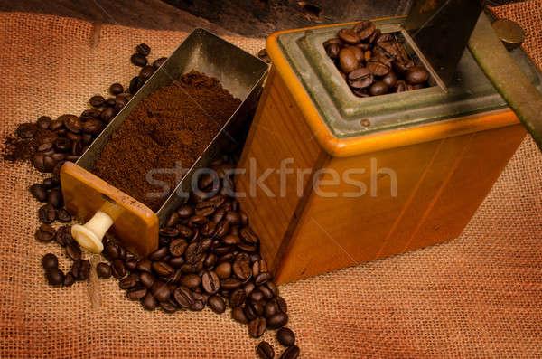Edad café molino utilizado granos de café bolsa Foto stock © andreasberheide