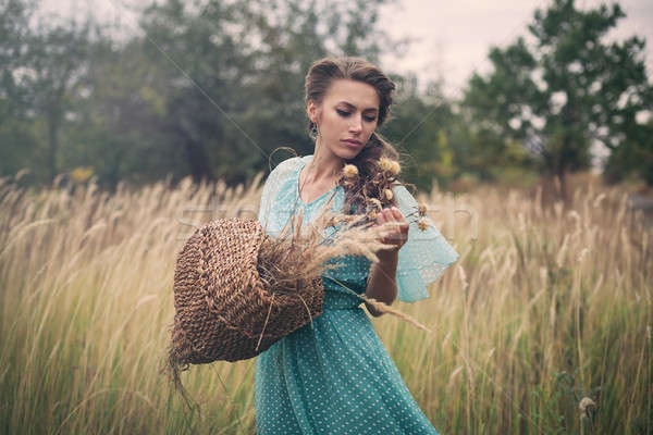 Dorado trigo mujer nina paisaje Foto stock © andreonegin