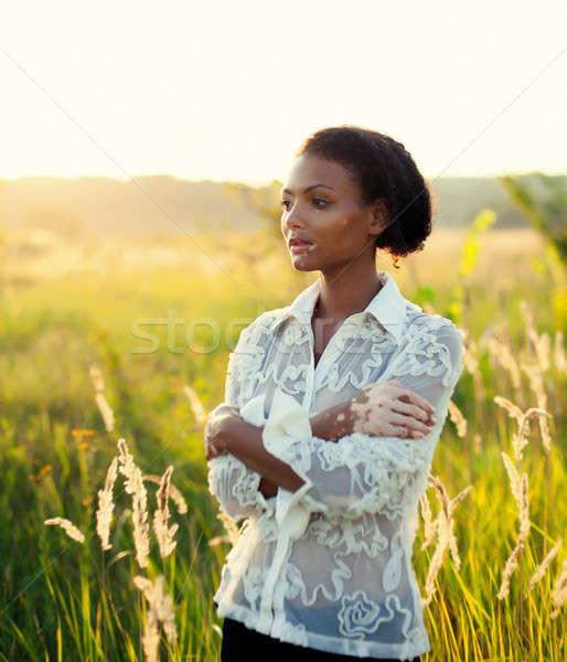 Hermosa jóvenes morena mujer enfermedad campo Foto stock © andreonegin