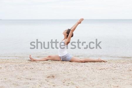 красивая девушка йога пляж морем Сток-фото © andreonegin