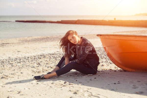 Kız kırmızı tekne plaj deniz oturma Stok fotoğraf © andreonegin