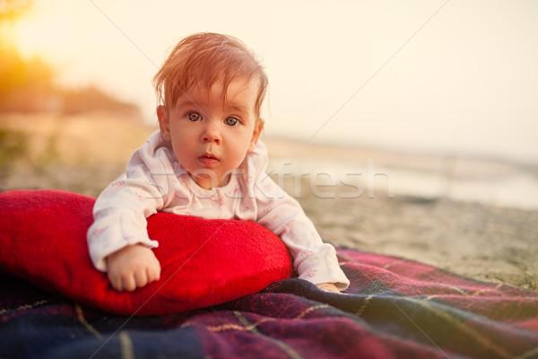 Foto stock: Bebé · mentiras · leer · almohada · parque