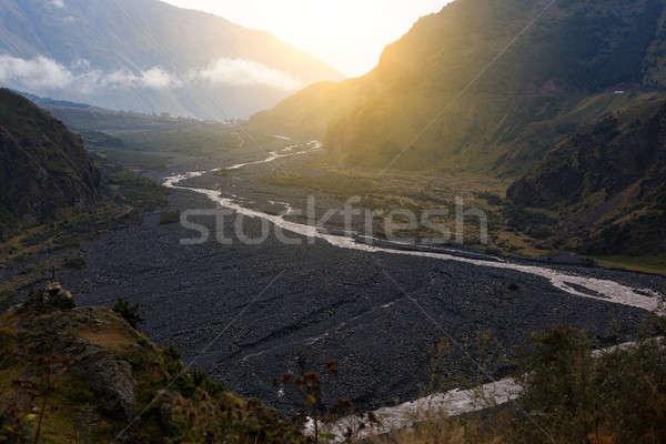 Berg rivier zwarte steen kust boom Stockfoto © andreonegin