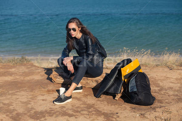 путешествия Солнцезащитные очки рюкзак сидят многие Сток-фото © andreonegin