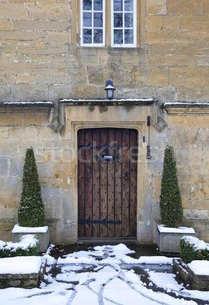 Huisje deuropening sneeuw mooie eigendom vak Stockfoto © andrewroland
