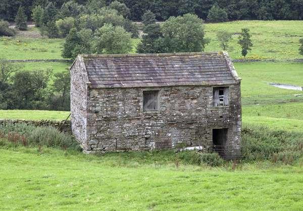 Stockfoto: Yorkshire · veld · schuur · gebruikt · store · hooi