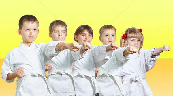 Cinco pequeño atletas brazo amarillo nina Foto stock © Andreyfire