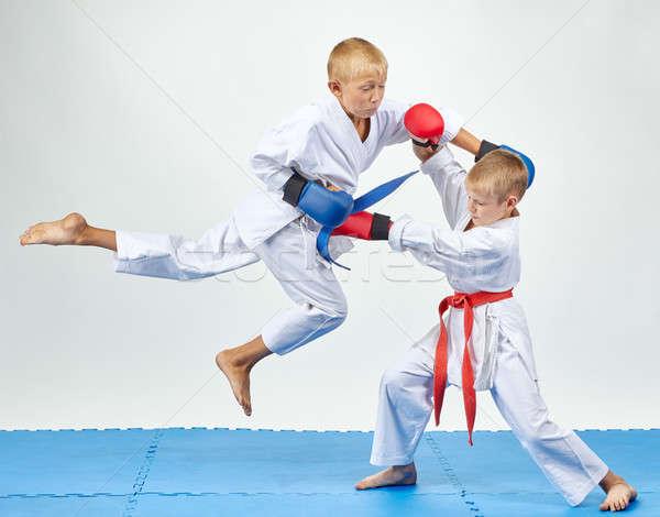 Mains athlètes formation faire sauter Aller enfants Photo stock © Andreyfire