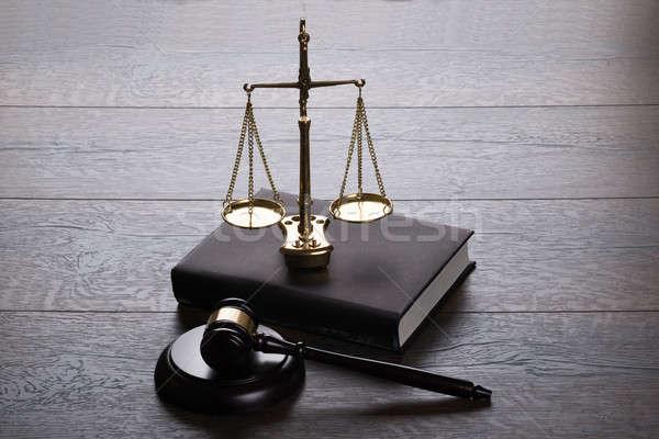 судья молоток Весы деревянный стол древесины книгах Сток-фото © AndreyPopov