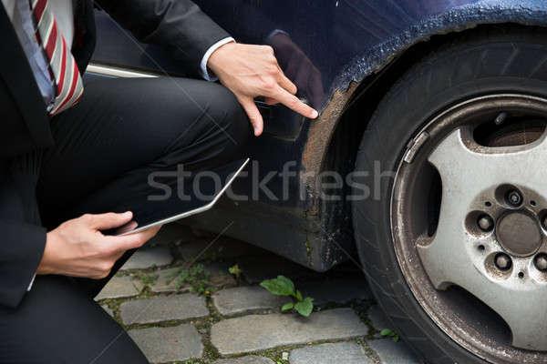 Biztosítás hatóanyag megvizsgál autó sérült tart Stock fotó © AndreyPopov