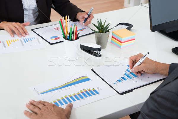 Stockfoto: Twee · grafieken · bureau · kantoor