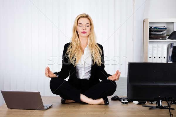 Photo stock: Femme · yoga · bureau · jeune · femme · séance · bois